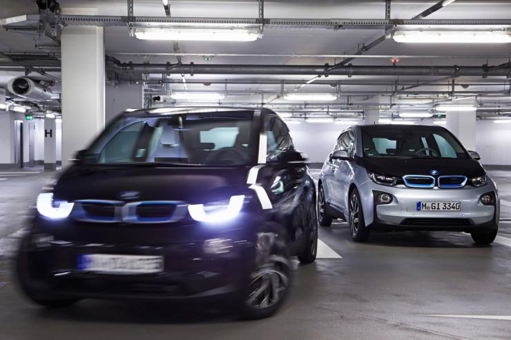 Автомобили БМВ будут парковаться самостоятельно