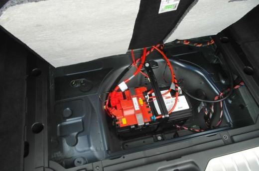 Как поменять аккумулятор на БМВ Х5 Е53