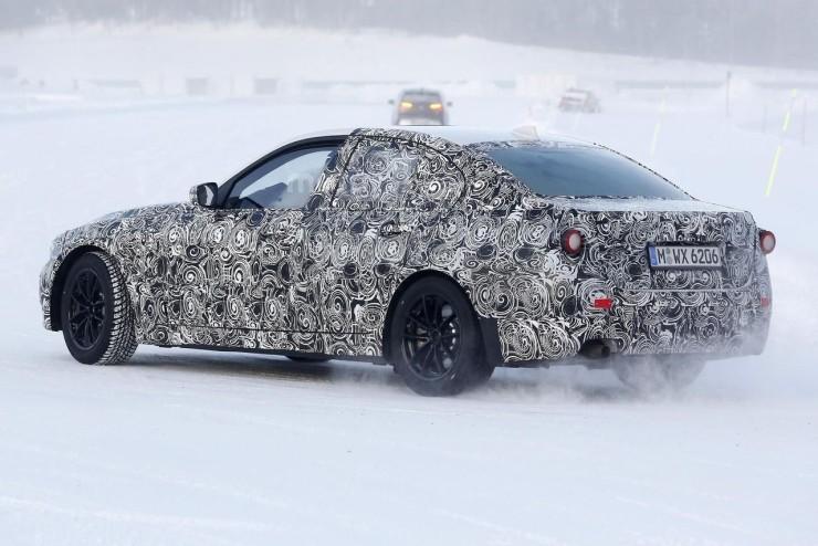 Баварцы готовят обновленный BMW 3 Series и спецтранспорт для полиции