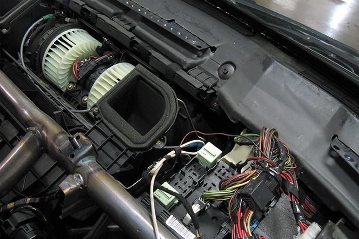 Сложно ли поменять мотор печки БМВ Е53