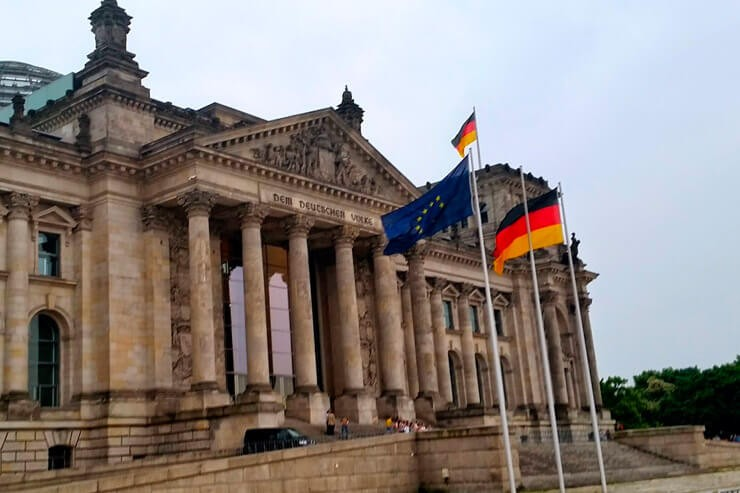 Немецкая политика против Brexit и аукционные продажи BMW: итоги февраля для концерна БМВ