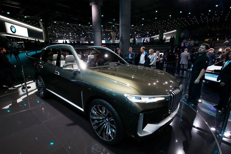 Паркетник BMW X7 становится на конвейер, а «эмка» устанавливает первый рекорд